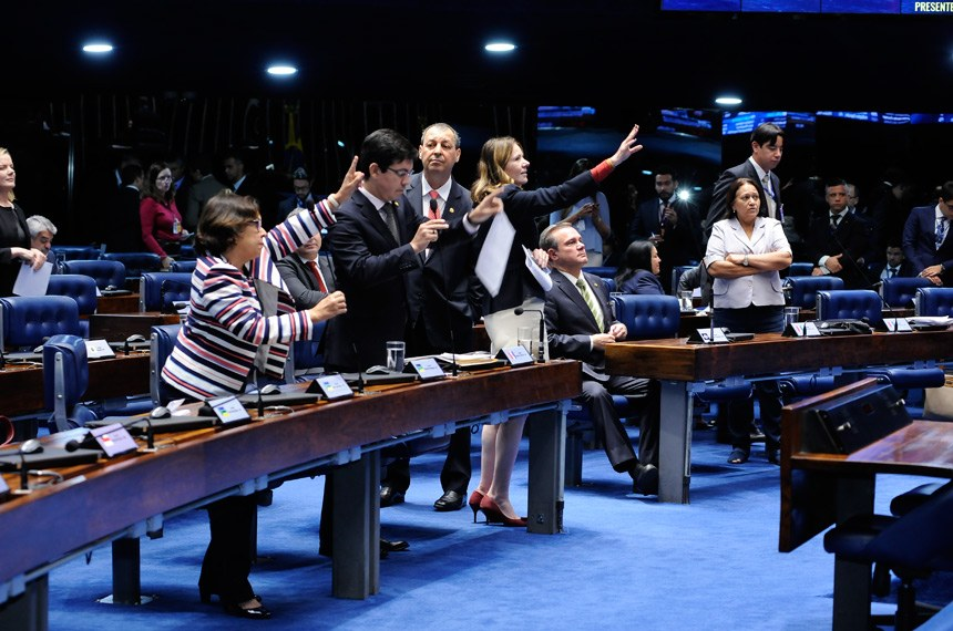 Plenário do Senado durante sessão deliberativa ordinária. Ordem do dia.   Participam: senador Randolfe Rodrigues (Rede-AP); senadora Fátima Bezerra (PT-RN); senadora Lídice da Mata (PSB-BA);  senadora Vanessa Grazziotin (PCdoB-AM).  Foto: Waldemir Barreto/Agência Senado