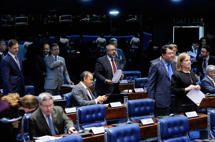 Plenário do Senado durante sessão deliberativa ordinária. Ordem do dia.  Em pronunciamento, senador Paulo Paim (PT-RS).  Foto: Waldemir Barreto/Agência Senado