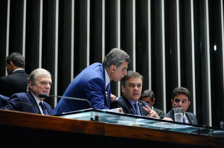 Plenário do Senado durante sessão deliberativa ordinária.  Mesa:  senador Tasso Jereissati (PSDB-CE); senador Romero Jucá (PMDB-RR);  senador Cássio Cunha Lima (PSDB-PB); senador Gladson Cameli (PP-AC).   Foto: Moreira Mariz/Agência Senado