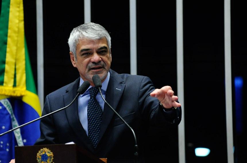 Plenário do Senado durante sessão não deliberativa.  Em discurso, à tribuna, senador Humberto Costa (PT-PE).  Foto: Geraldo Magela/Agência Senado