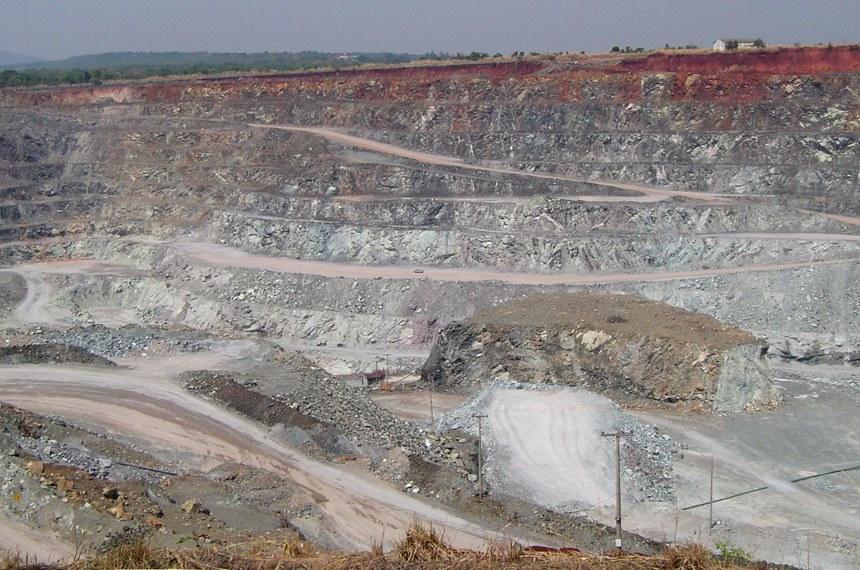 27.10.2005Mina a céu aberto Exploração de Amianto da Sama, Minaçu-Go
