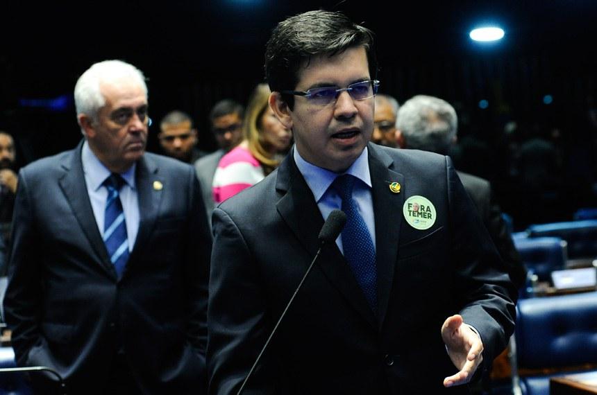 Plenário do Senado durante sessão não deliberativa.  Em pronunciamento, senador Randolfe Rodrigues (Rede-AP).  Foto: Geraldo Magela/Agência Senado