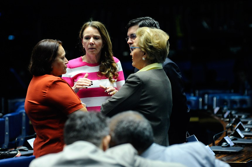 Plenário do Senado durante sessão não deliberativa.  À bancada: senador Randolfe Rodrigues (Rede-AP); senadora Ana Amélia (PP-RS); senadora Fátima Bezerra (PT-RN);  senadora Vanessa Grazziotin (PCdoB-AM).  Foto: Geraldo Magela/Agência Senado