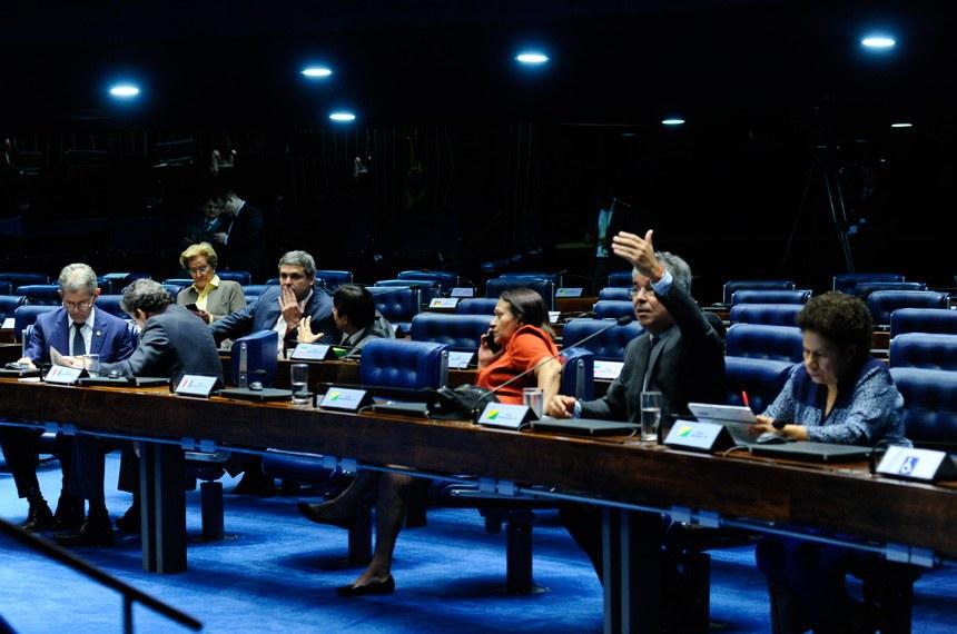 Plenário do Senado Federal durante sessão não deliberativa.   Em pronunciamento, senador Jorge Viana (PT-AC).   Participam:  senador Lindbergh Farias (PT-RJ);  senador Paulo Rocha (PT-PA);  senadora Ana Amélia (PP-RS);  senadora Fátima Bezerra (PT-RN);  senadora Regina Sousa (PT-PI)   Foto: Geraldo Magela/Agência Senado