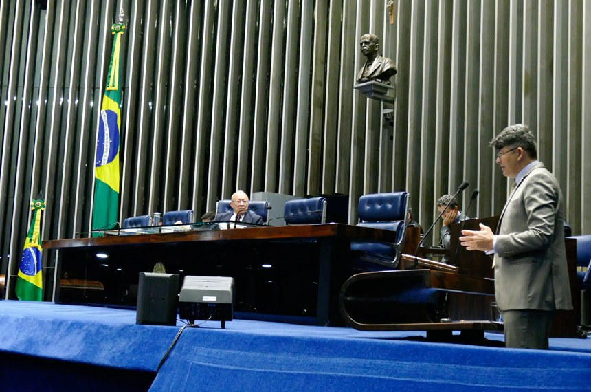 Plenário do Senado Federal durante sessão não deliberativa.   Em discurso, à tribuna, senador José Medeiros (PSD-MT).  À mesa, senador João Alberto Souza (PMDB-MA).  Foto: Roque de Sá/Agência Senado