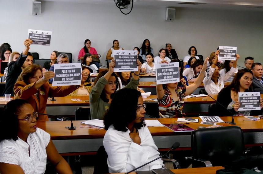 """Comissão de Direitos Humanos e Legislação Participativa (CDH) realiza audiência pública interativa para tratar sobre """"Perícia Médica e Revisão dos Benefícios Previdenciários"""".     Foto: Roque de Sá/Agência Senado"""