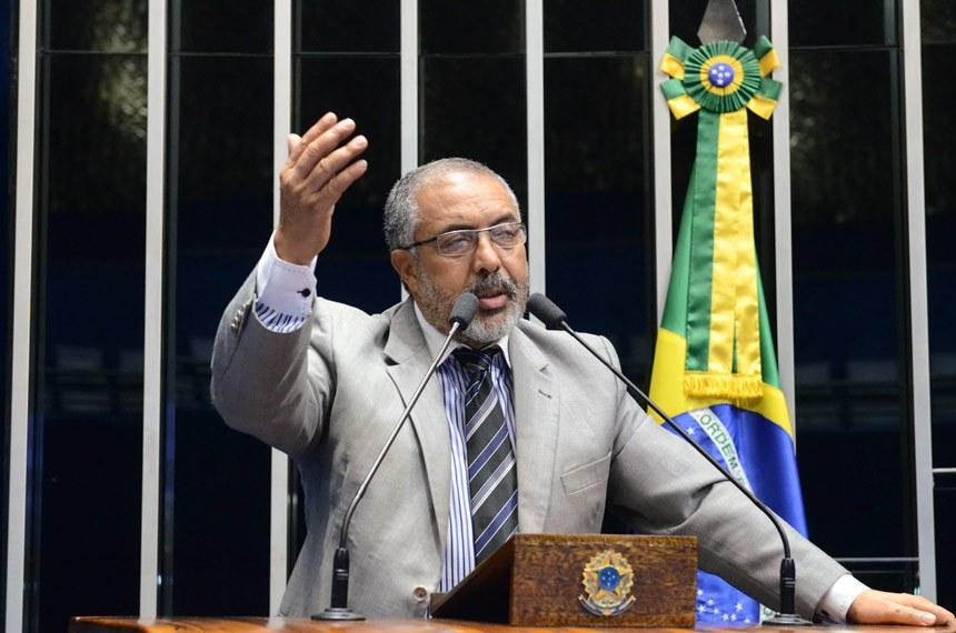 Plenário do Senado durante sessão deliberativa ordinária.  Em discurso, senador Paulo Paim (PT-RS).  Foto: Ana Volpe/Agência Senado
