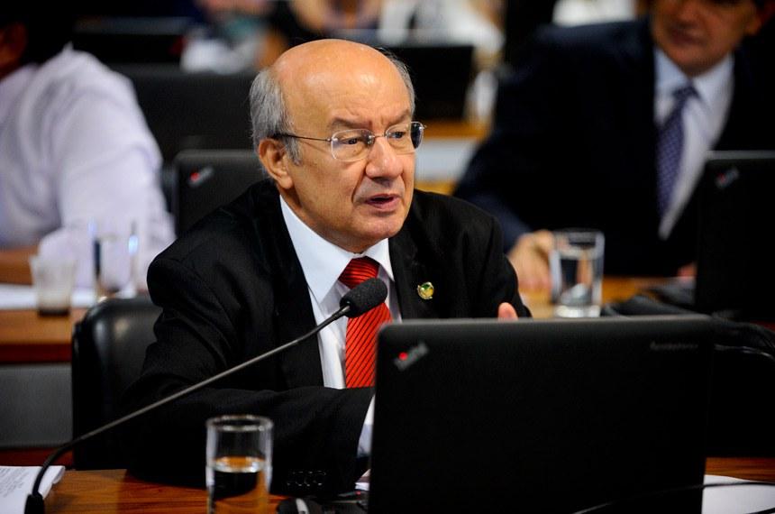 Relator, senador José Pimentel: Lei atual não veda que licitantes participem da mesma licitação através de pessoas jurídicas diferentes, seja diretamente ou por meio de parentes