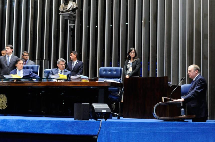 Plenário do Senado Federal durante sessão deliberativa ordinária.   Em discurso, senador Tasso Jereissati (PSDB-CE) comenta sobre reunião suspensa da CAE que discutia a reforma trabalhista.   Mesa:  secretário-geral da Mesa, Luiz Fernando Bandeira de Mello Filho;  presidente do Senado Federal, senador Eunício Oliveira (PMDB-CE);  senador Romero Jucá (PMDB-RR)   Foto: Waldemir Barreto/Agência Senado
