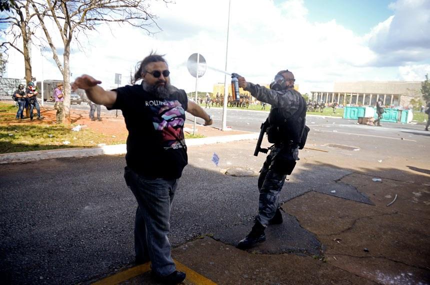 Manifestação em Brasília contra o Governo Temer e pela convocação de eleições diretas.   Foto: Jefferson Rudy/Agência Senado