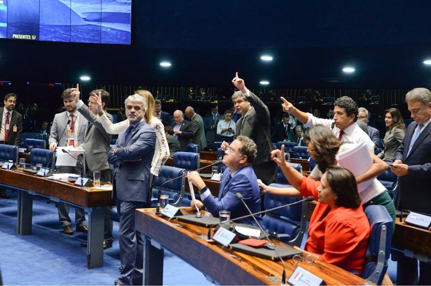 Plenário do Senado durante sessão deliberativa ordinária.  Participam: senador Alvaro Dias (PV-PR);  senador Flexa Ribeiro (PSDB-PA);  senador Humberto Costa (PT-PE);  senador Lindbergh Farias (PT-RJ);  senador Magno Malta (PR-ES);  senador Roberto Rocha (PSB-MA);  senadora Fátima Bezerra (PT-RN);  senadora Simone Tebet (PMDB-MS);  senadora Vanessa Grazziotin (PCdoB- AM)  Foto: Ana Volpe/Agência Senado