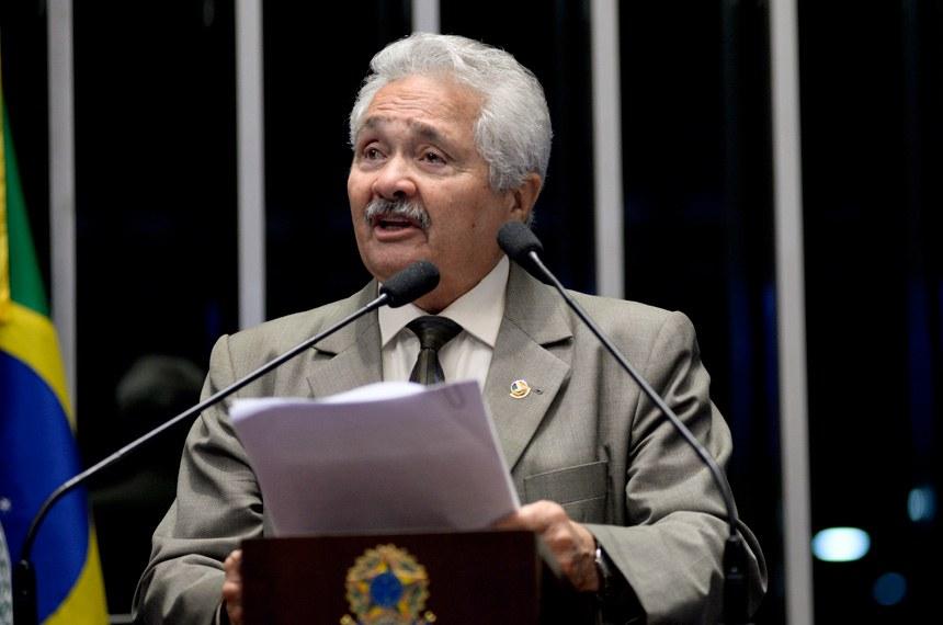 Plenário do Senado durante sessão não deliberativa.  Em discurso, senador Elmano Férrer (PMDB-PI).  Foto: Jefferson Rudy/Agência Senado