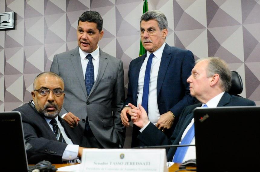 Senadores Paulo Paim (E), Ricardo Ferraço, relator da reforma, Romero Jucá e Tasso Jereissati, presidente da CAE, conduziram o acordo nesta terça-feira (30)