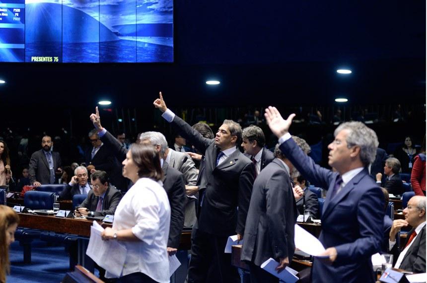 Plenário do Senado durante sessão deliberativa ordinária.  Bancada: senador Hélio José (PMDB-DF);  senador Jorge Viana (PT-AC);  senador Humberto Costa (PT-PE);  senador Valdir Raupp (PMDB-RO);  senadora Fátima Bezerra (PT-RN).  Foto: Jefferson Rudy/Agência Senado