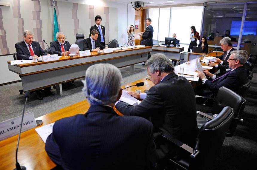 Comissão Mista da Medida Provisória (CMMPV) nº MP 774/2017 que acaba com desoneração da folha de pagamento): apreciação do plano de trabalho.  Mesa (E/D): relator Revisor da MP 774/2017, deputado Renato Molling (PP-RS); relator da MP 774/2017, senador Airton Sandoval (PMDB-SP);  presidente da MP 774/2017, deputado Pedro Vilela (PSDB-AL);   Foto: Marcos Oliveira/Agência Senado