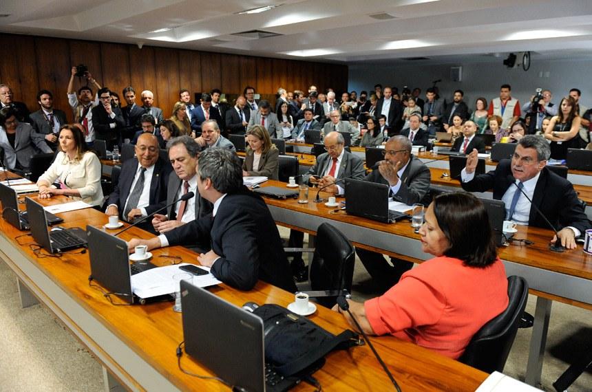 Comissão de Assuntos Econômicos (CAE) realiza reunião deliberativa com 11 itens. Na pauta, o PLC 38/2017, que trata da reforma trabalhista.   Em pronunciamento, senador Romero Jucá (PMDB-RR).   Foto: Marcos Oliveira/Agência Senado