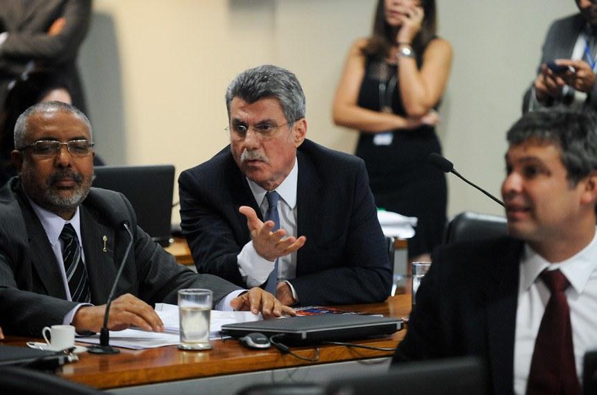 Comissão de Assuntos Econômicos (CAE) realiza reunião deliberativa com 11 itens. Na pauta, o PLC 38/2017, que trata da reforma trabalhista.   Em pronunciamento, senador Romero Jucá (PMDB-RR). à esquerda, senador Romero Jucá (PMDB-RR).  Foto: Pedro França/Agência Senado