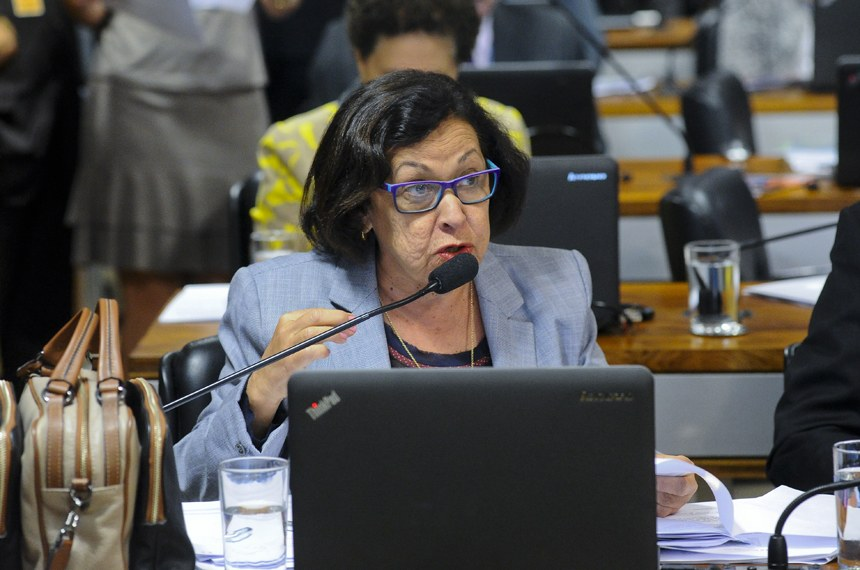 Comissão de Assuntos Econômicos (CAE) realiza reunião deliberativa com 11 itens. Na pauta, o PLC 38/2017, que trata da reforma trabalhista.   Em pronunciamento, senadora Lídice da Mata (PSB-BA).  Foto: Pedro França/Agência Senado