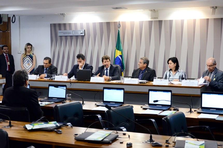 Representantes do Ministério da Agricultura apresentam à Comissão de Agricultura e Reforma Agrária o Plano Estratégico 2017-2026 do Programa Nacional de Febre Aftosa do ministério da Agricultura