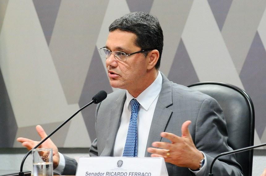 Comissão de Assuntos Sociais (CAS) realiza reunião deliberativa com item único: PLC 38/2017, que trata da reforma trabalhista.   Em pronunciamento, relator do PLC 38/2017, senador Ricardo Ferraço (PSDB-ES).  Foto: Geraldo Magela/Agência Senado