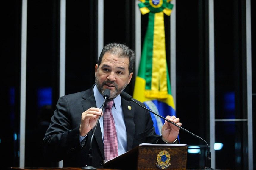 Plenário do Senado durante sessão deliberativa extraordinária.  Em discurso, senador Eduardo Lopes (PRB-RJ).  Foto: Marcos Oliveira/Agência Senado
