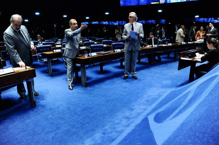 Plenário do Senado Federal durante sessão deliberativa extraordinária. Ordem do dia.   (E/D): senador Armando Monteiro (PTB-PE); senador José Agripino (DEM-RN), em pronunciamento; senador Ronaldo Caiado (DEM-GO).  Foto: Marcos Oliveira/Agência Senado