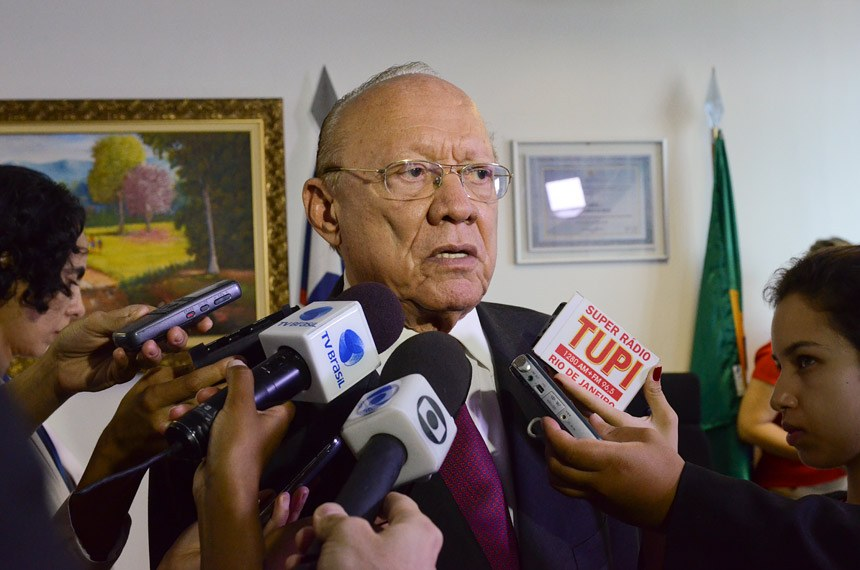 Senador João Alberto Souza (PMDB-MA) concede entrevista.Foto: Ana Volpe/Agência Senado