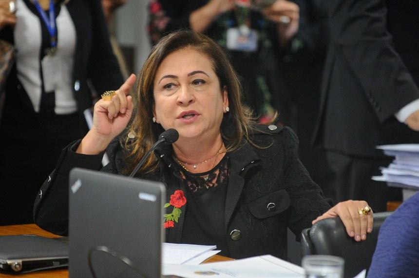 Comissão de Assuntos Sociais (CAS) realiza reunião deliberativa para apreciação do PLC 38/2017, que trata da reforma trabalhista.  Em pronunciamento, senadora Kátia Abreu (PMDB-TO).  Foto: Marcos Oliveira/Agência Senado