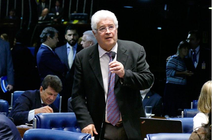 Plenário do Senado Federal durante sessão deliberativa ordinária. Ordem do dia.  Em pronunciamento, senador Roberto Requião (PMDB-PR).  Foto: Roque de Sá/Agência Senado