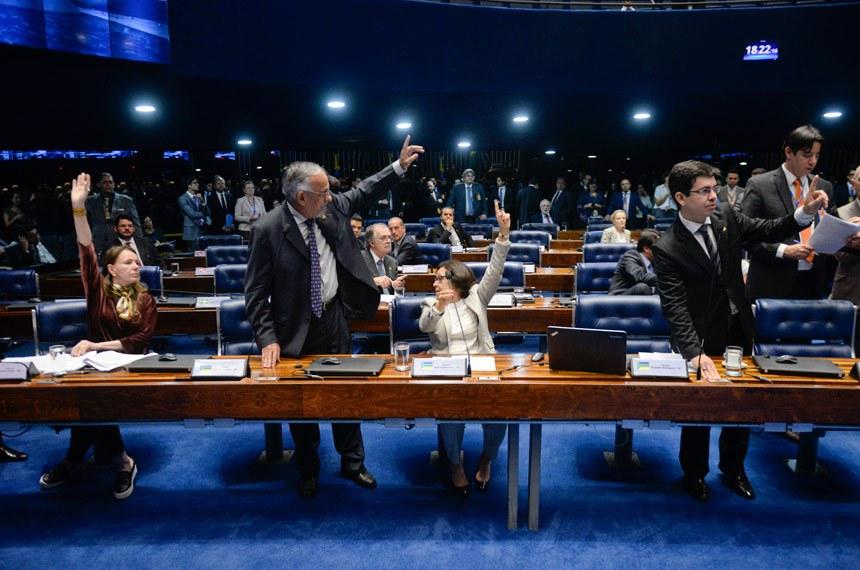 Plenário do Senado Federal durante sessão deliberativa ordinária.   Participam: senador João Capiberibe (PSB-AP);  senador Paulo Bauer (PSDB- SC);  senador Randolfe Rodrigues (Rede-AP);  senador Reguffe (Sem partido-DF); senador Waldemir Moka (PMDB-MS);  senadora Lídice da Mata (PSB-BA);   Foto: Jefferson Rudy/Agência Senado