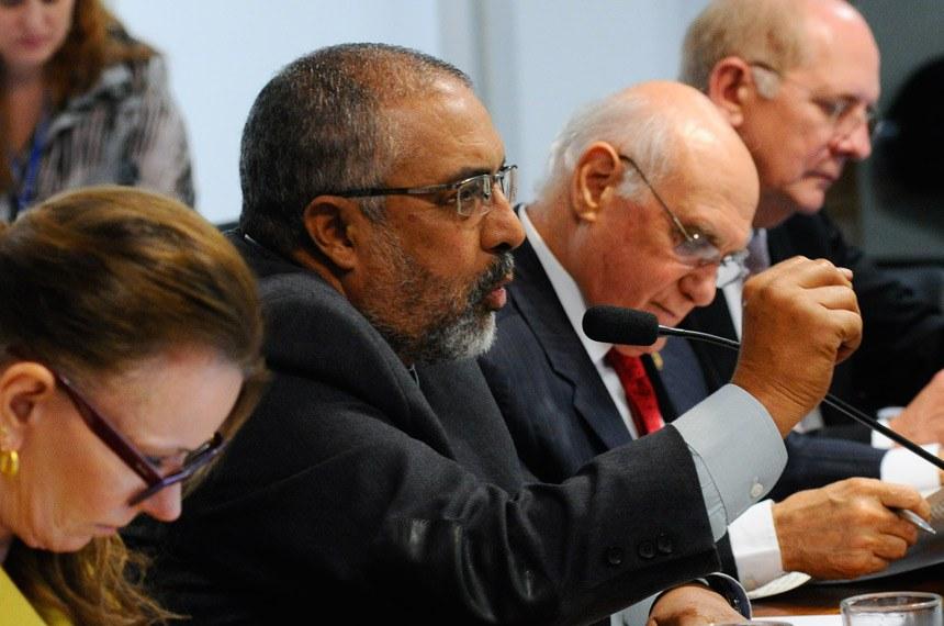 Paulo Paim (PT-RS) também opinou pela inconstitucionalidade do PLC 38/2017 e a consequente rejeição