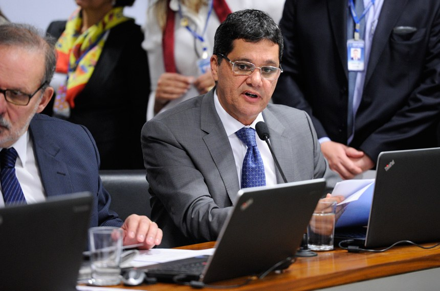 Ricardo Ferraço (PSDB-ES), concorda com o teor da proposta, mas apresentou um substitutivo em que atenua uma das exigências para as empresas de grande porte de sociedade limitada