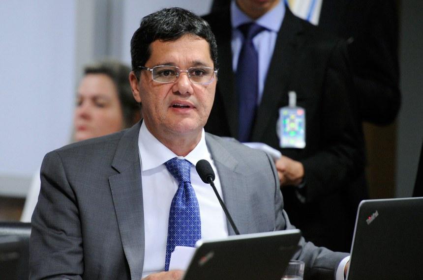 Comissão de Assuntos Econômicos (CAE) realiza reunião para apreciação das emendas da comissão ao PLN 1/2017 (LDO de 2018). Na sequência, deliberativa com 17 itens, entre eles, o PLC 57/2017, que cancela precatórios não sacados há dois anos.  Em pronunciamento, senador Ricardo Ferraço (PSDB-ES).  Foto: Edilson Rodrigues/Agência Senado