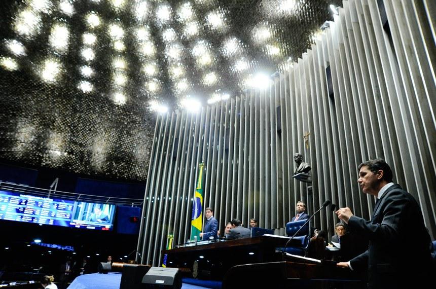 Plenário do Senado durante sessão deliberativa ordinária.  Mesa (E/D): presidente do Senado, senador Eunício Oliveira (PMDB-CE);  senador Eduardo Braga (PMDB-AM).  Em discurso, à tribuna, senador Ricardo Ferraço (PSDB-ES).  Foto: Geraldo Magela/Agência Senado