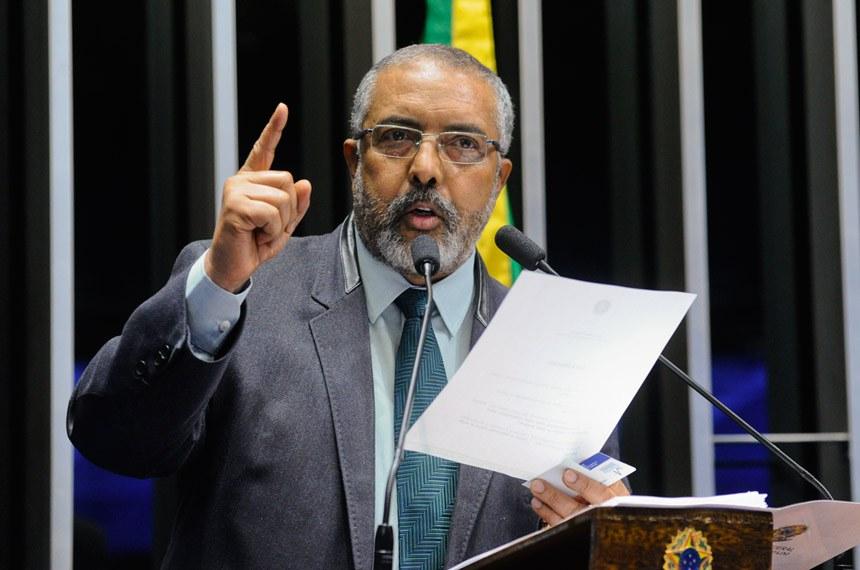 Plenário do Senado durante sessão deliberativa ordinária.  Em discurso, senador Paulo Paim (PT-RS).  Foto: Geraldo Magela/Agência Senado