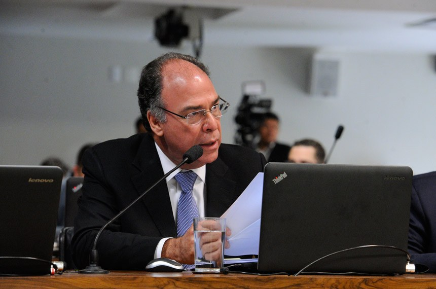 Comissão de Assuntos Econômicos (CAE) realiza reunião para apreciação das emendas da comissão ao PLN 1/2017 (LDO de 2018). Na sequência, deliberativa com 17 itens, entre eles, o PLC 57/2017, que cancela precatórios não sacados há dois anos.  Em pronunciamento, senador Fernando Bezerra Coelho (PSB-PE).  Foto: Edilson Rodrigues/Agência Senado
