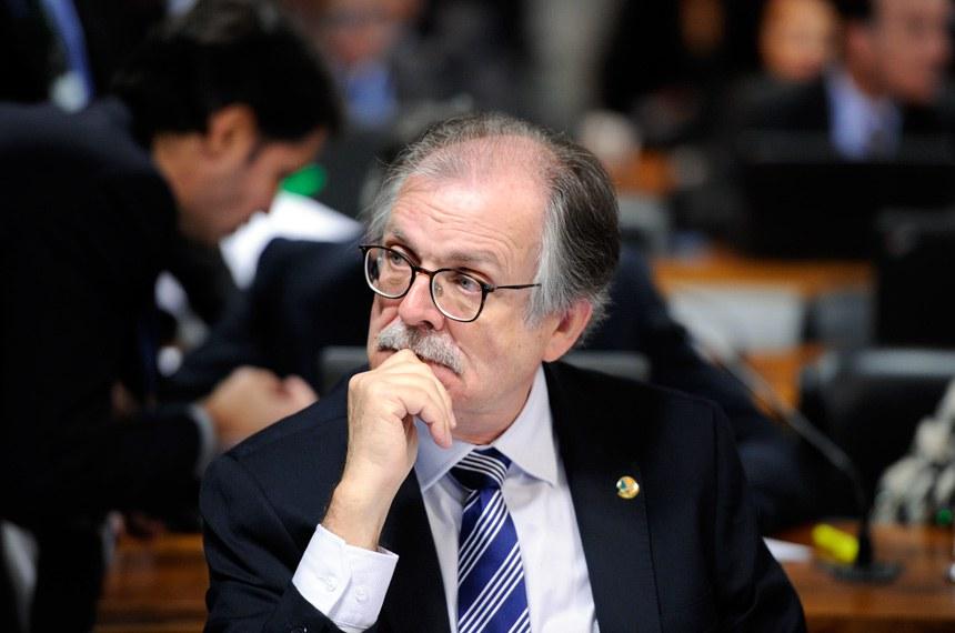 Comissão de Assuntos Econômicos (CAE) realiza apreciação das emendas da comissão ao PLN 1/2017 (LDO de 2018). Na sequência, deliberativa com 17 itens, entre eles, o PLC 57/2017, que cancela precatórios não sacados há dois anos.   À bancada, senador Dalírio Beber (PSDB-SC).   Foto: Edilson Rodrigues/Agência Senado