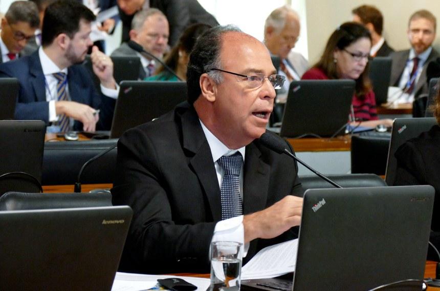 Comissão de Assuntos Econômicos (CAE) realiza reunião deliberativa com 20 itens. Entre eles, o PLS 626/2011, que dispõe sobre o cultivo sustentável da cana-de-açúcar em áreas da Amazônia Legal.  Em pronunciamento, Fernando Bezerra Coelho (PSB-PE).  Foto: Roque Sá/Agência Senado