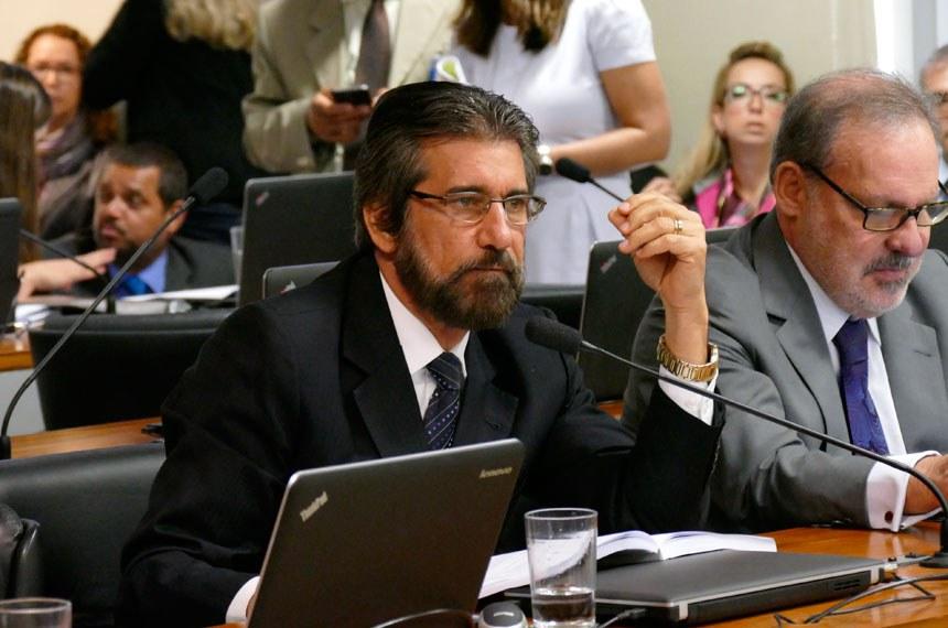 Comissão de Assuntos Econômicos (CAE) realiza reunião deliberativa com 20 itens. Entre eles, o PLS 626/2011, que dispõe sobre o cultivo sustentável da cana-de-açúcar em áreas da Amazônia Legal.   Em pronunciamento, senador Valdir Raupp (PMDB-RO).   Foto: Roque Sá/Agência Senado