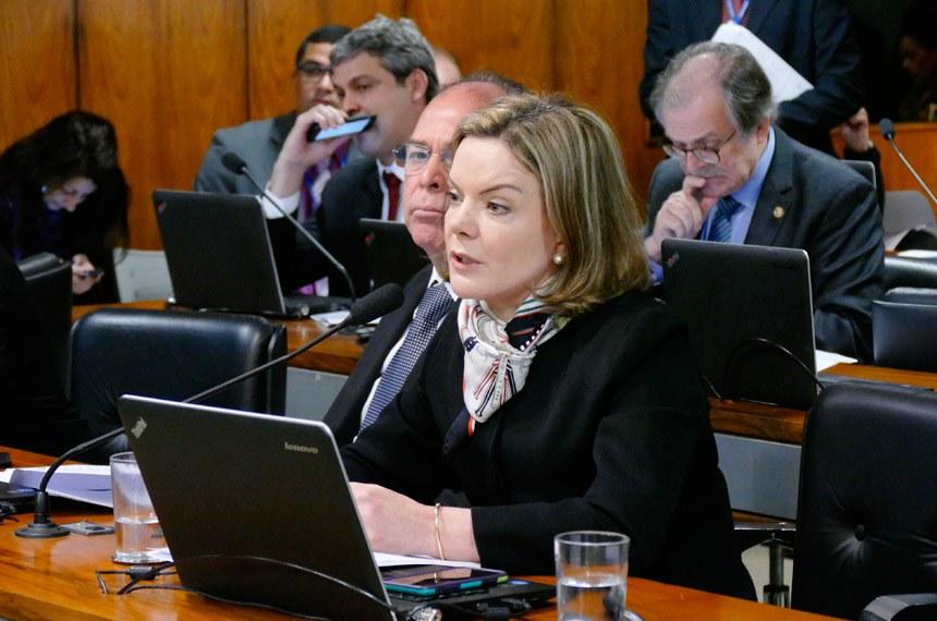 Comissão de Assuntos Econômicos (CAE) realiza reunião deliberativa com 20 itens. Entre eles, o PLS 626/2011, que dispõe sobre o cultivo sustentável da cana-de-açúcar em áreas da Amazônia Legal.   Em pronunciamento, senadora Gleisi Hoffmann (PT-PR).   Foto: Roque Sá/Agência Senado