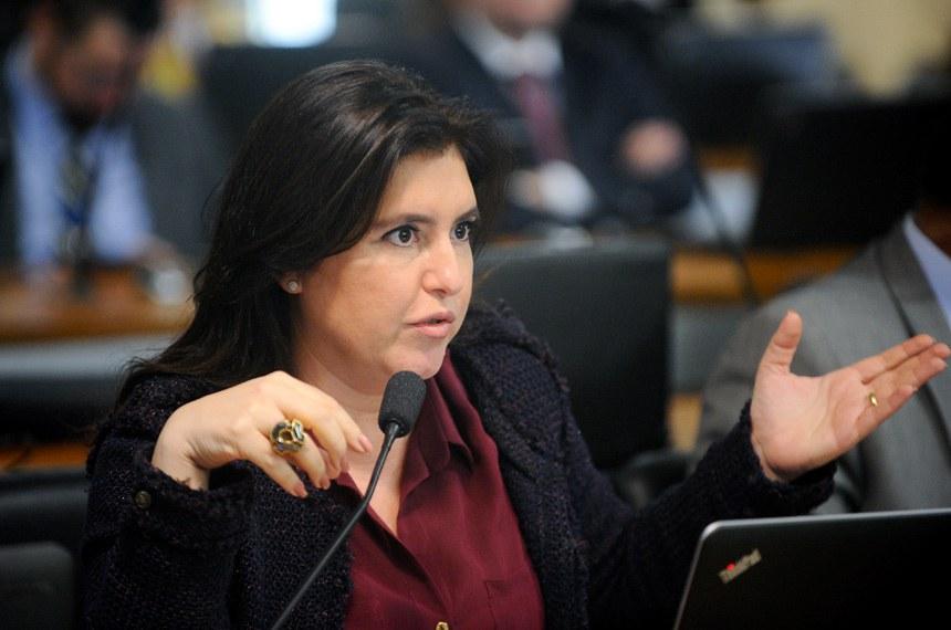 Comissão de Assuntos Econômicos (CAE) realiza reunião deliberativa com 18 itens na pauta. Entre eles, o PLS 150/2016, que estabelece em 2 dias úteis o prazo para fechamento de empresas, e o PLS 354/2014, que agiliza as renegociações do crédito rural.   Em pronunciamento, senadora Simone Tebet (PMDB-MS).  Foto: Marcos Oliveira/Agência Senado