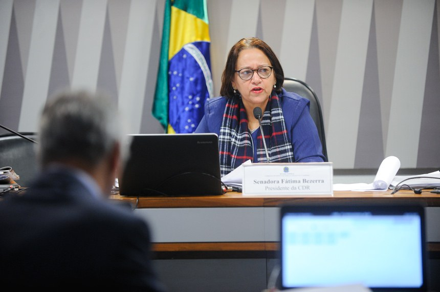 Comissão de Desenvolvimento Regional e Turismo (CDR) realiza reunião deliberativa com 9 itens. Entre eles, o PLC 147/2015, que estabelece condições e requisitos para a classificação de estâncias.  À mesa, presidente da CDR, senadora Fátima Bezerra (PT-RN).  Foto: Marcos Oliveira/Agência Senado