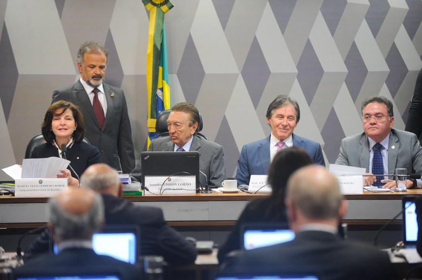 O presidente do Senado, Eunício Oliveira, defendeu o nome de Raquel Dodge em Plenário e acompanhou a sabatina da indicada na CCJ