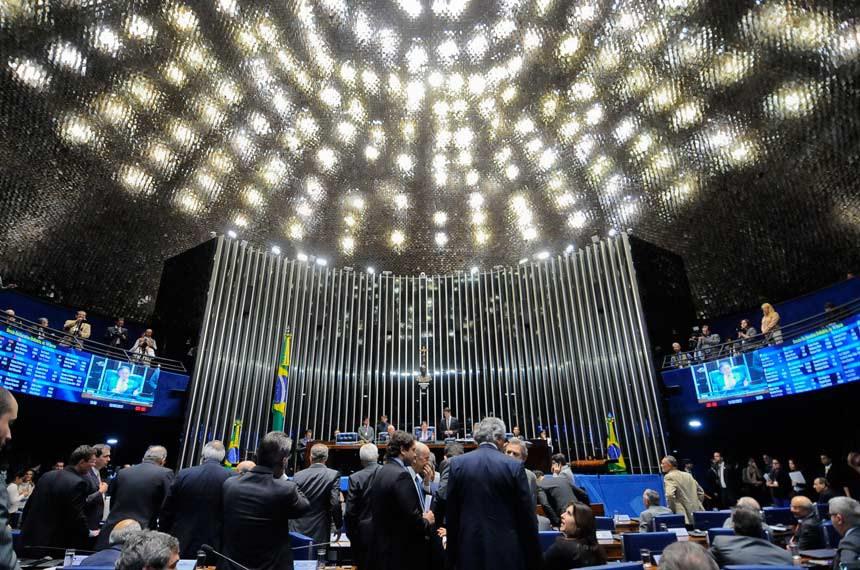 Plenário do Senado durante sessão deliberativa ordinária.  Mesa: presidente do Senado Federal senador Eunício Oliveira (PMDB-CE);  senador João Alberto Souza (PMDB-MA).  Foto: Pedro França/Agência Senado