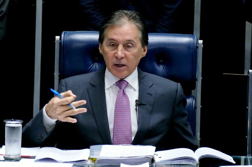Os requerimentos para abertura de CPIs foram recebidos pelo presidente Eunício Oliveira no comando das sessões deliberativas