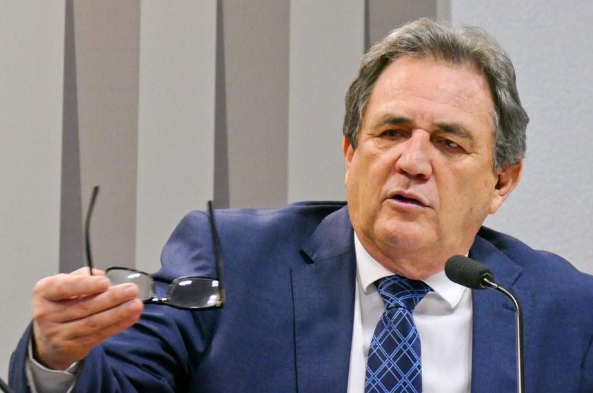 Comissão de Agricultura e Reforma Agrária (CRA) realiza reunião deliberativa para apreciação das emendas da comissão ao PLN 1/2017 (LDO 2018).   Em pronunciamento, senador Waldemir Moka (PMDB-MS).   Foto: Roque de Sá/Agência Senado