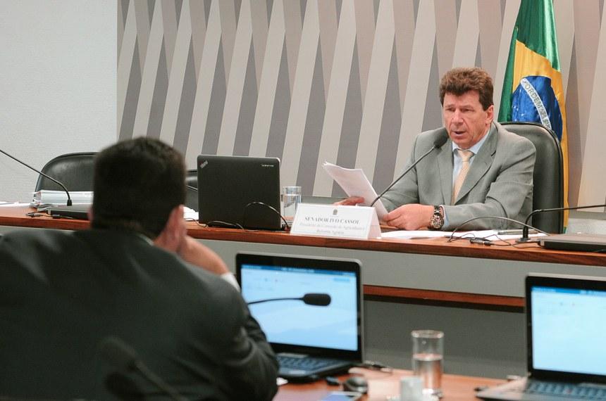 Comissão de Agricultura e Reforma Agrária (CRA) realiza reunião com 3 itens na pauta. Entre eles, o PLC 34/2015, que desobriga indicação de ingrediente transgênico em alimentos.  À mesa, presidente da CDR, senador Ivo Cassol (PP-RO).  Foto: Waldemir Barreto/Agência Senado