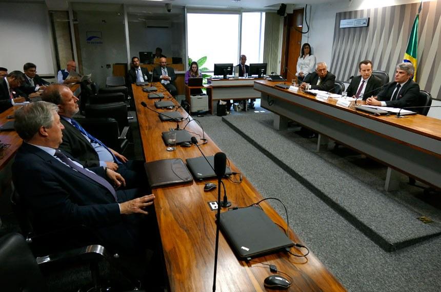 Representação Brasileira no Parlamento do Mercosul (RBPMER) realiza audiência interativa para debater protocolo de adesão da Bolívia ao Mercosul, com a participação do diretor do Departamento do Mercosul.   À mesa: presidente da Representação Brasileira no Parlamento do Mercosul (Parlasul), deputado Celso Russomanno (PRB-SP).  Foto: Roque de Sá/Agência Senado