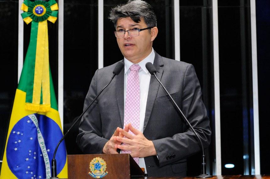 Plenário do Senado durante sessão deliberativa ordinária.  Em discurso, à tribuna, senador José Medeiros (PSD-MT).  Foto: Waldemir Barreto/Agência Senado