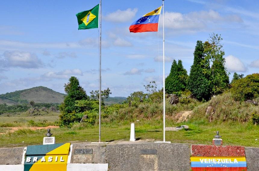 Fronteira Brasil/Venezuela. Cidades de Pacaraima e  Santa Elena de Uairén